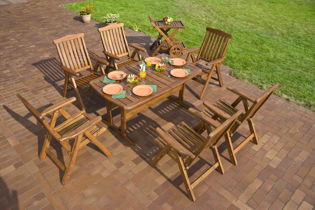 Why Teak Furniture is The Material of Choice for Modern Homeowners